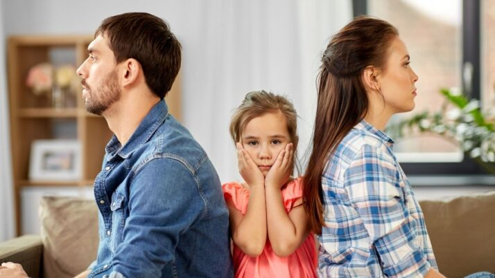 Obliguen uns pares separats a residir a la mateixa localitat que els seus fills